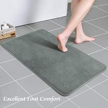 Lewondr Memory Foam Badematte 50 x 80 cm rutschfeste Badteppich Waschbar Weiche Badezimmerteppich Wasserabsorbierende Badvorleger Fußmatte mit Gummiunterseite für Bad Küche Verwendung Grau