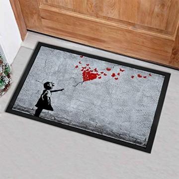 1art1 Mädchen mit Luftballon und Schmetterlingen | Fußmatte für Innen-Bereich und Außen-Bereich | Banksy-Style | Design Fußmatte 40 x 60 cm