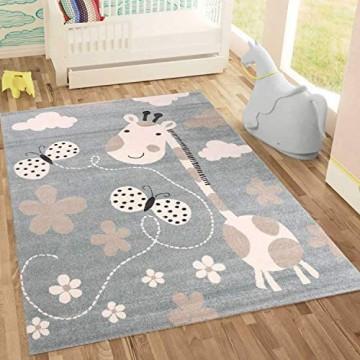 Fashion4Home | Kinderteppiche Giraffe mit Schmetterling und Blumen | Kinderteppich für Mädchen und Jungs | Teppich für Kinderzimmer Blau | Schadstofffrei Kinderzimmerteppiche geprüft von Öko-Tex